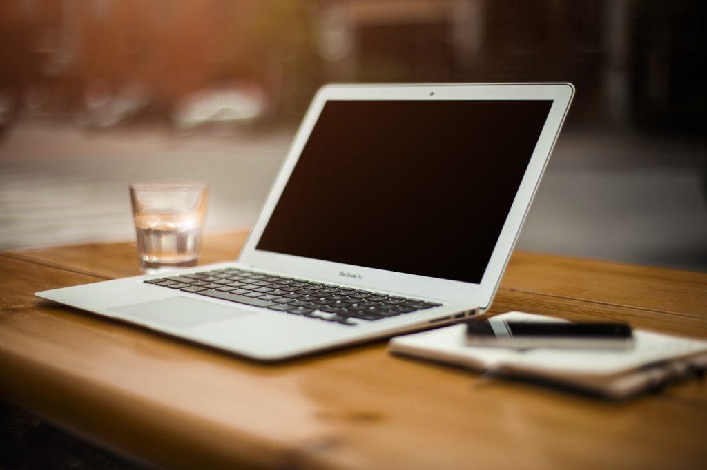 ブログを書くのに必要なパソコンと周辺機器