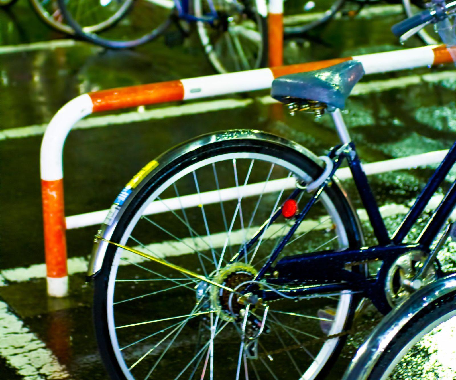 濡れた自転車